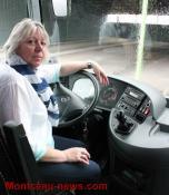 Métier – Elle est l'unique conductrice d'autocar à l'international chez Girardot à Saint-Vallier