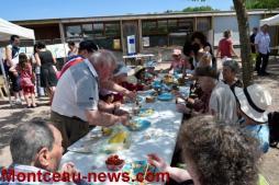 Le CCAS et les petits jardiniers à la ferme animalière
