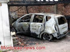 Voiture détruite par un incendie à Blanzy
