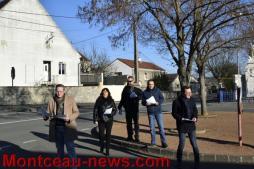 Distribution de tracts par le FN lors de la visite d'Arnaud Montebourg
