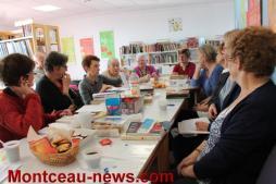 Elles aiment lire et viennent en parler à la bibliothèque à Pouilloux