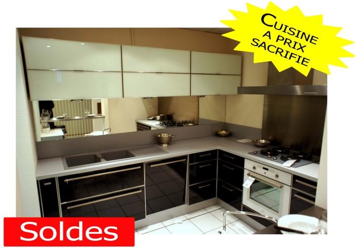 photo cuisine schmidt bois clair et plans granit image 2 6 images frompo. Black Bedroom Furniture Sets. Home Design Ideas