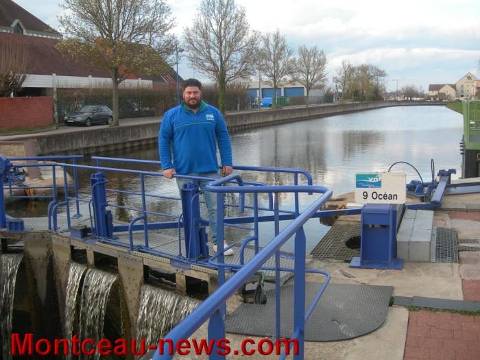 Avec les voies navigables de france vnf sur le canal du - Office du tourisme montceau les mines ...