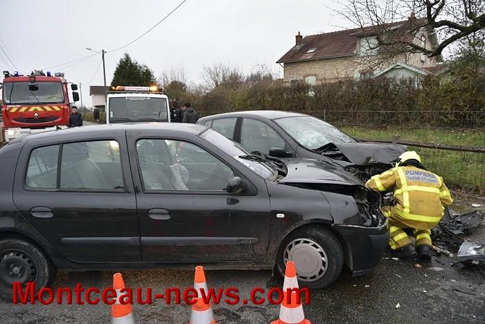 Accident, ce samedi après-midi  entre 2 voitures à la Sablière à Montceau…