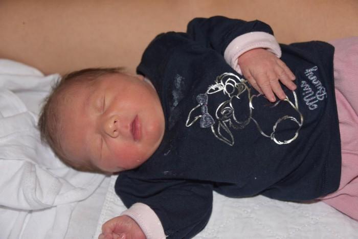 bebe-leona-261216