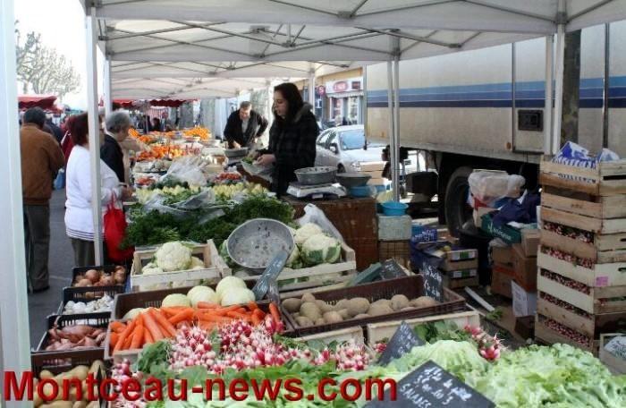 Le marché du jeudi (Montceau)