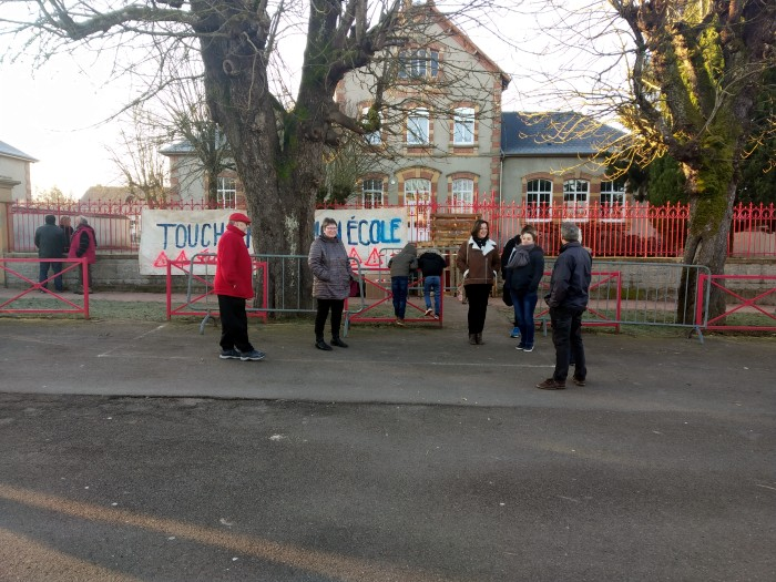 ecole maternelle Toun sur Arroux blocage parents elevces 050219