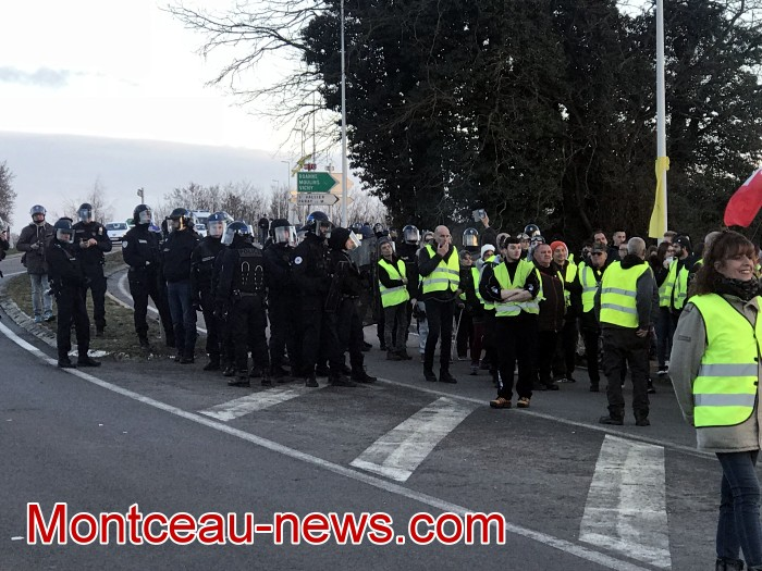 Journee action gilets jaunes Magny 02031970
