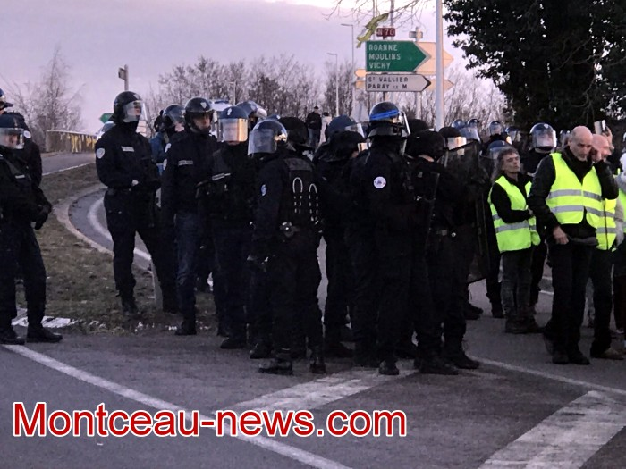 Journee action gilets jaunes Magny 02031971