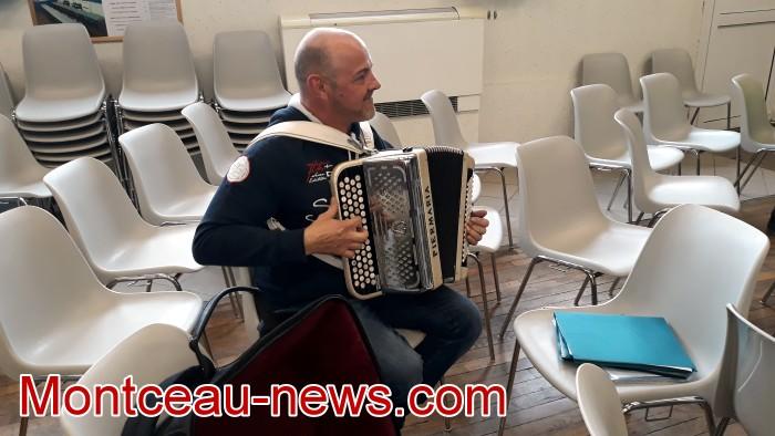 Mouvement gilets jaunes Magny Montceau social Montceau-news.com 09031945