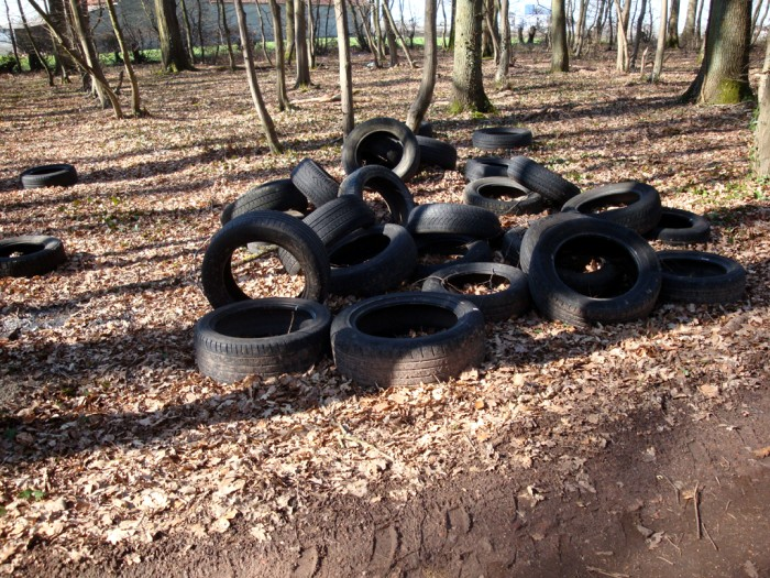 ordures bois wood decharge sauvage nature environnement coup gueule lecteur Montceau-news.com 2403192
