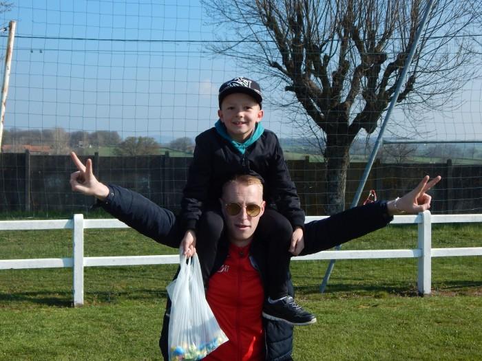 Chasse oeufs Paques enfants children foot FCBoisduVerne soccers Montceau-news.com 1604192