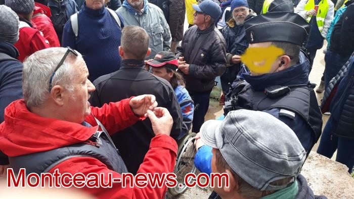 Gilets jaunes Magny roche Solutre Mitterrand escalade meeting manifestation Macron revendications Montceau-news.com 27041910