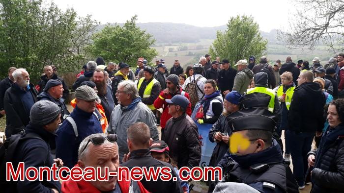 Gilets jaunes Magny roche Solutre Mitterrand escalade meeting manifestation Macron revendications Montceau-news.com 27041911