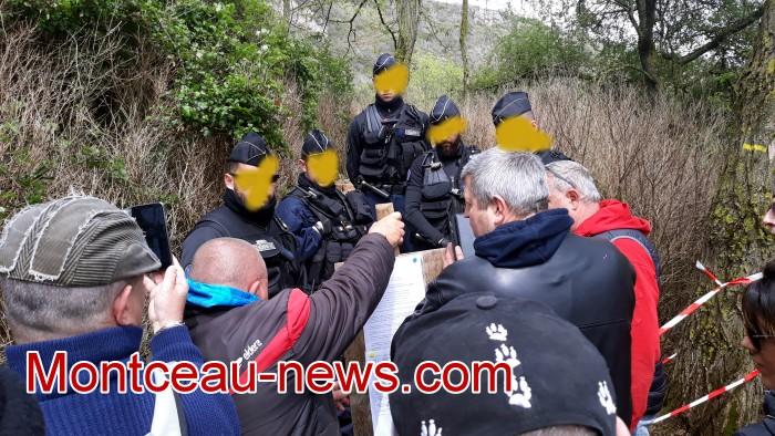 Gilets jaunes Magny roche Solutre Mitterrand escalade meeting manifestation Macron revendications Montceau-news.com 2704197