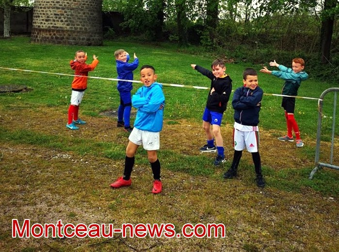 Stage formaton Football CS Sanvignes club fot soccers jaune bleu jeunes young filles woman garcon teen-ager Montceau-news.com 0605198