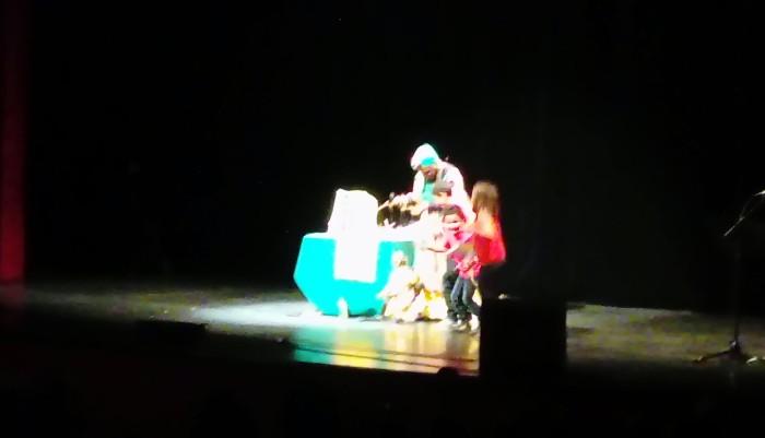 spectacle siow enfants childent ecole Jules Verne salle public Montceau-news.com 1405192