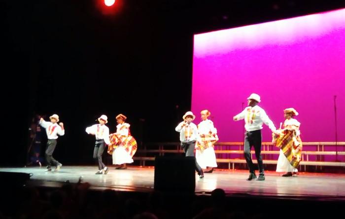 spectacle siow enfants childent ecole Jules Verne salle public Montceau-news.com 1405193