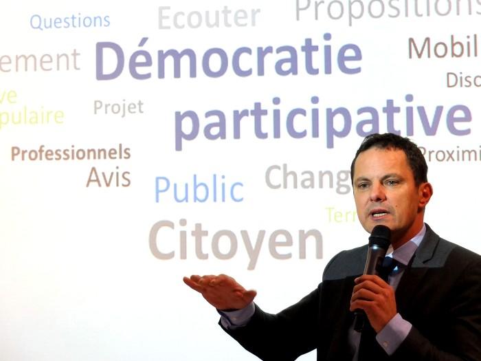 Jerome Durain senateur senat flyer selfie photo illustration annonce compte-rendu meeting politique Montceau-news.com 0306191