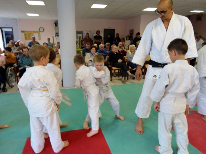 Judo olympiade au Centre Hospitalier La Guiche EHPAD animation compte-rendu site web Montceau-news.com 2106195