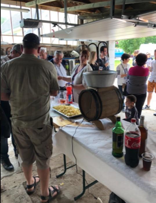 repas voisins neighbours village Pouilloux quartier hameau amis friends convivilite fete annuel lecteur reader site web Montceau-news.com 1106197